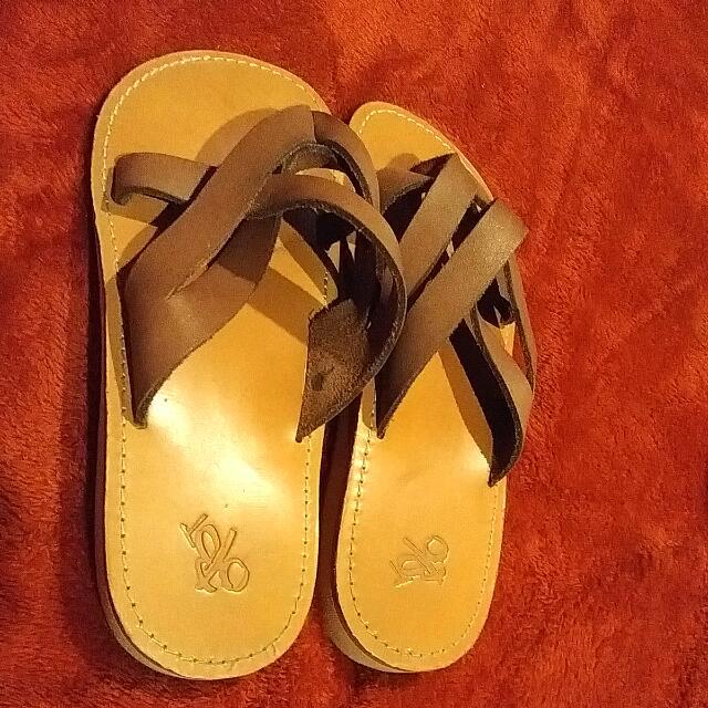 Brown Genuine Leather OTBT Flip Flops Size 7