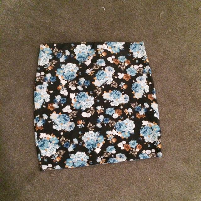 Pull&Bear Floral Bandage Skirt