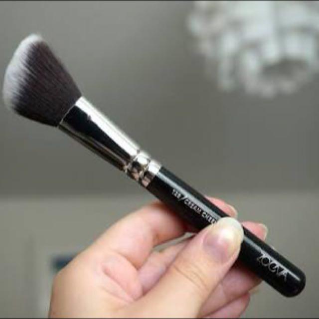 Zoeva cream cheek brush 128