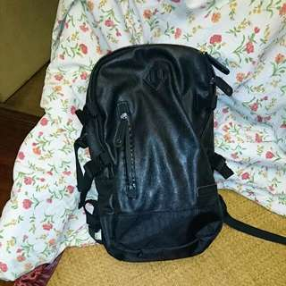 黑色背包 (black Backpack)