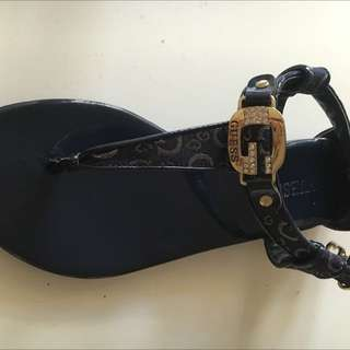 Guess Sandle Like Brand New Size 5