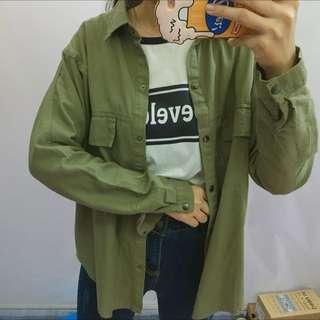 扣子軍綠襯衫