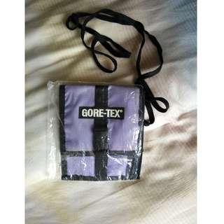 全新 名牌 GORE-TEX 實用小包 外包裝還在