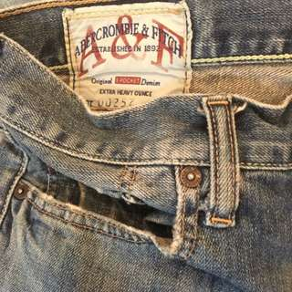 A&F直筒牛仔褲