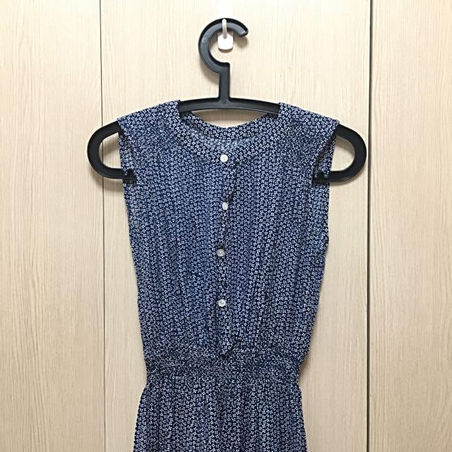 藍色小花洋裝