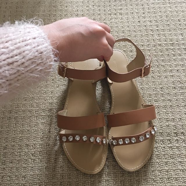 New witchery sandals Size 36
