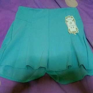 湖水綠短褲