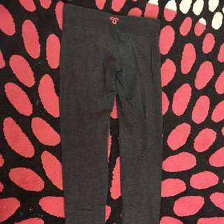 TNA Leggings size small
