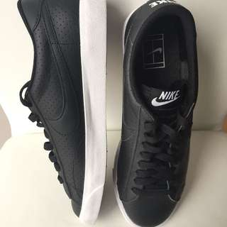New Nike Black Vintage (limited edition) Tennis Classic AC Trainers (size 8)