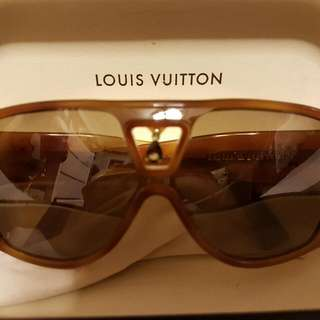 c75b5f6a1286 Super RARE LOUIS VUITTON BINDI SUNGLASSES