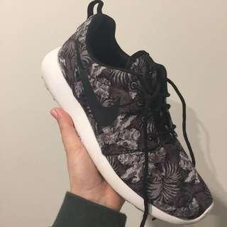 Wmns Nike Rosherun