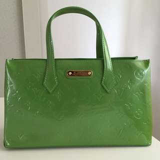 PRICE DROP! Auth LV Wilshire Boulevard PM Handbag Vernis Leather Green M93645