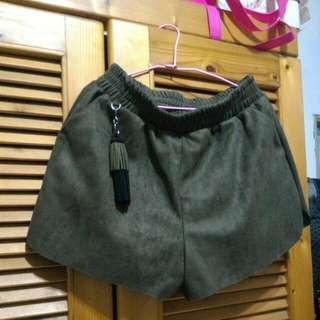 全新 韓系墨綠色可拆卸流蘇造型裝飾麂皮絨質口袋短褲