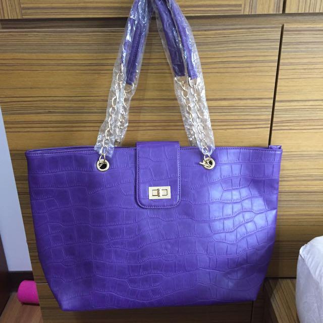 紫色皮革大包