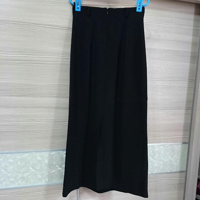 黑長裙 (心機小開衩)