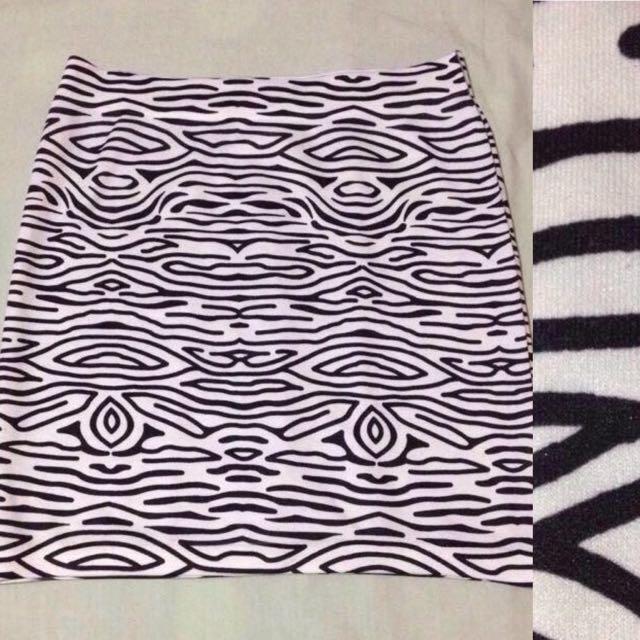 Pre-loved BW Striped Skirt