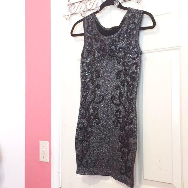 Le Chateuau Dress