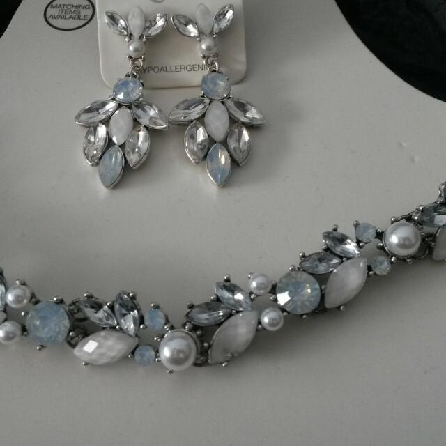 Necklace, Earings, Bracelet And Hair Accessory