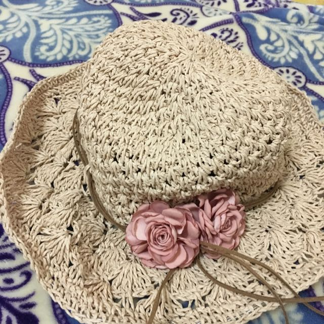 Very Pretty Hat. In Very Good Condition. Used 2x.