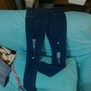 ✨深色窄管破洞牛仔褲