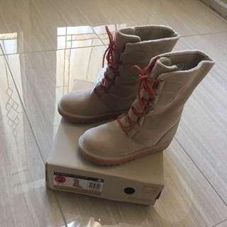 Sorel Boots Size 2
