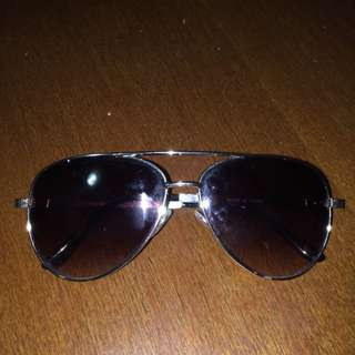 Black sunnies (aviator)