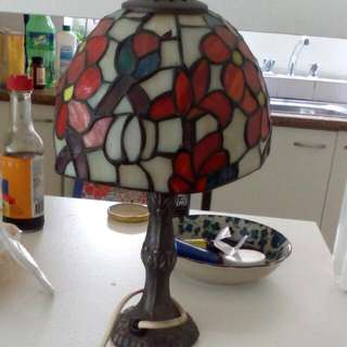 Cute Vintage Lamp Comes with Bulb Small Crack On the glass