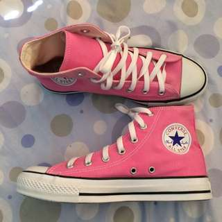 BRAND NEW! Converse Woman's size 8