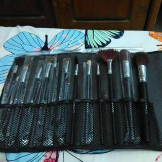 MAC Brush Set Isi 12 Pcs