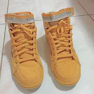 Sneaker League Authentic