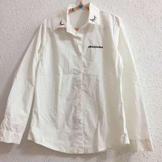 全新 造型刺繡白色襯衫