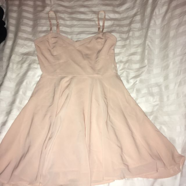 Aritzia Talula Soft Pink Sweetheart Neckline Dress