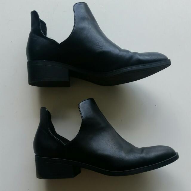 Black Lipstick Boots