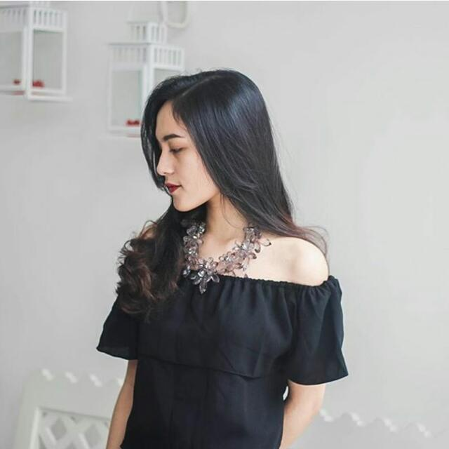 CLOVY OFF-SHOULDER BLACK