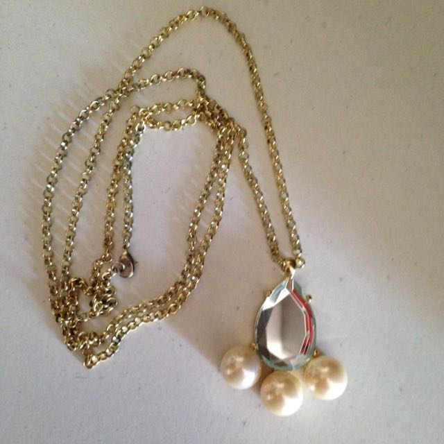 Necklace Mirror And Pearl