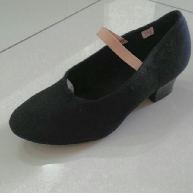 Sansha Ballet Character Shoes With Elastic Strap