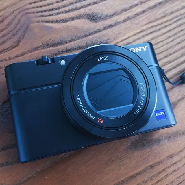 Sony Camera RX100 III + 64GB Memory Card