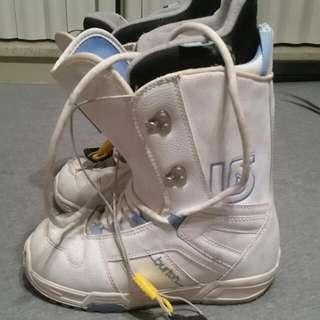 Woman's BURTON Snowboard Boots Size 6