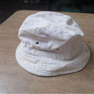 CREAM WHITE BUCKET HAT