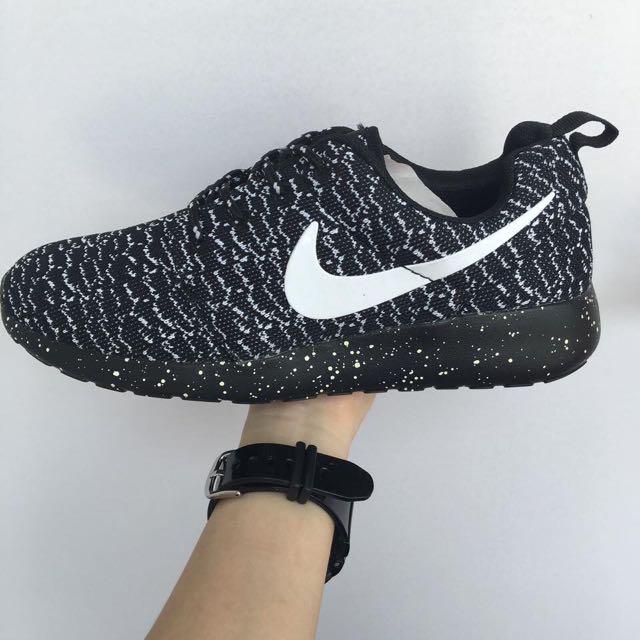 c529618d80dc Nike Yeezy Roshe Run