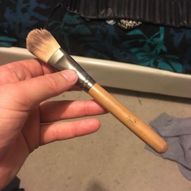NudebyNature Foundation Brush