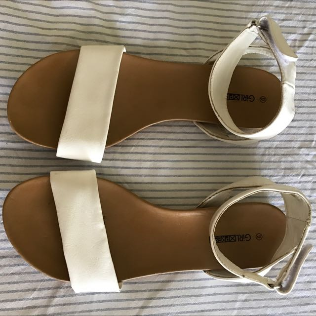 White Sandals Size 9 But Is More Size 8