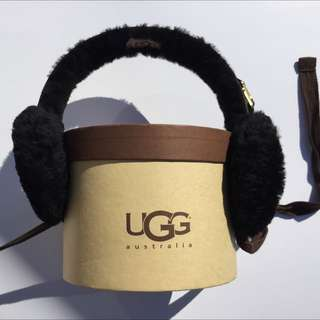 UGG Classic Earmuffs In Black Sheepskin
