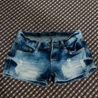 Faded-Ripped shorts