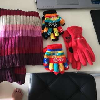 gap Girl Turtleneck Knit Top (XS Size 4) And Winter Gloves (Reserved)