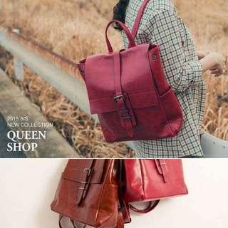 Queen Shop 皮革材質單釦造型後背包 酒紅色(附防塵袋)