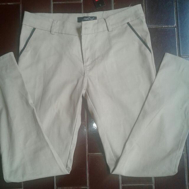 Celana Ukuran XL (Kecil) Fit To L