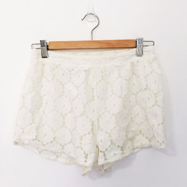 Cream / White Lace Shorts