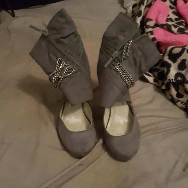 Gray Boot Heels Size 5 1/2