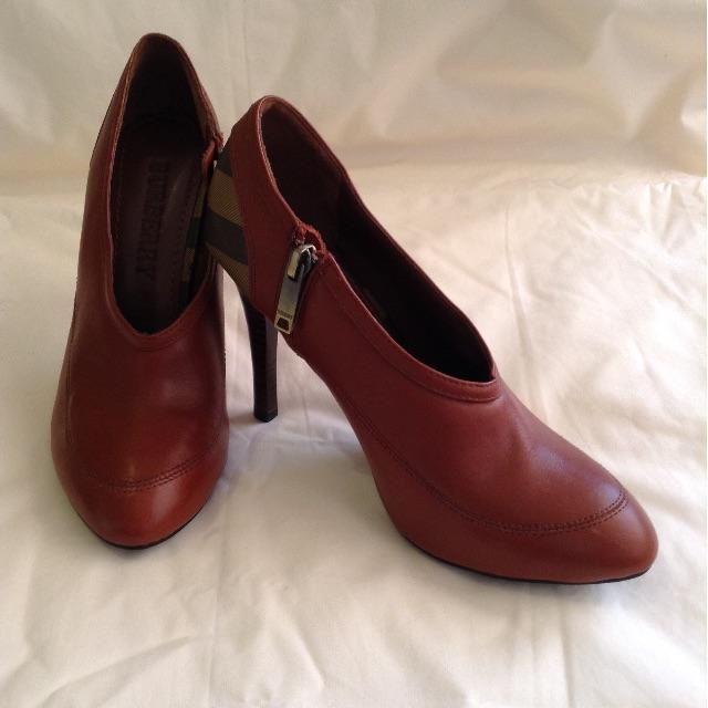 New Burberry tan high heels